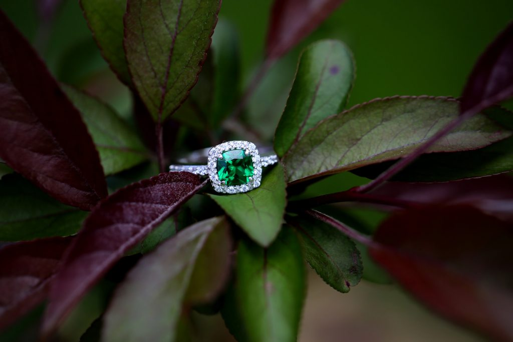 Lifestyle: Where to buy beautiful emerald rings?